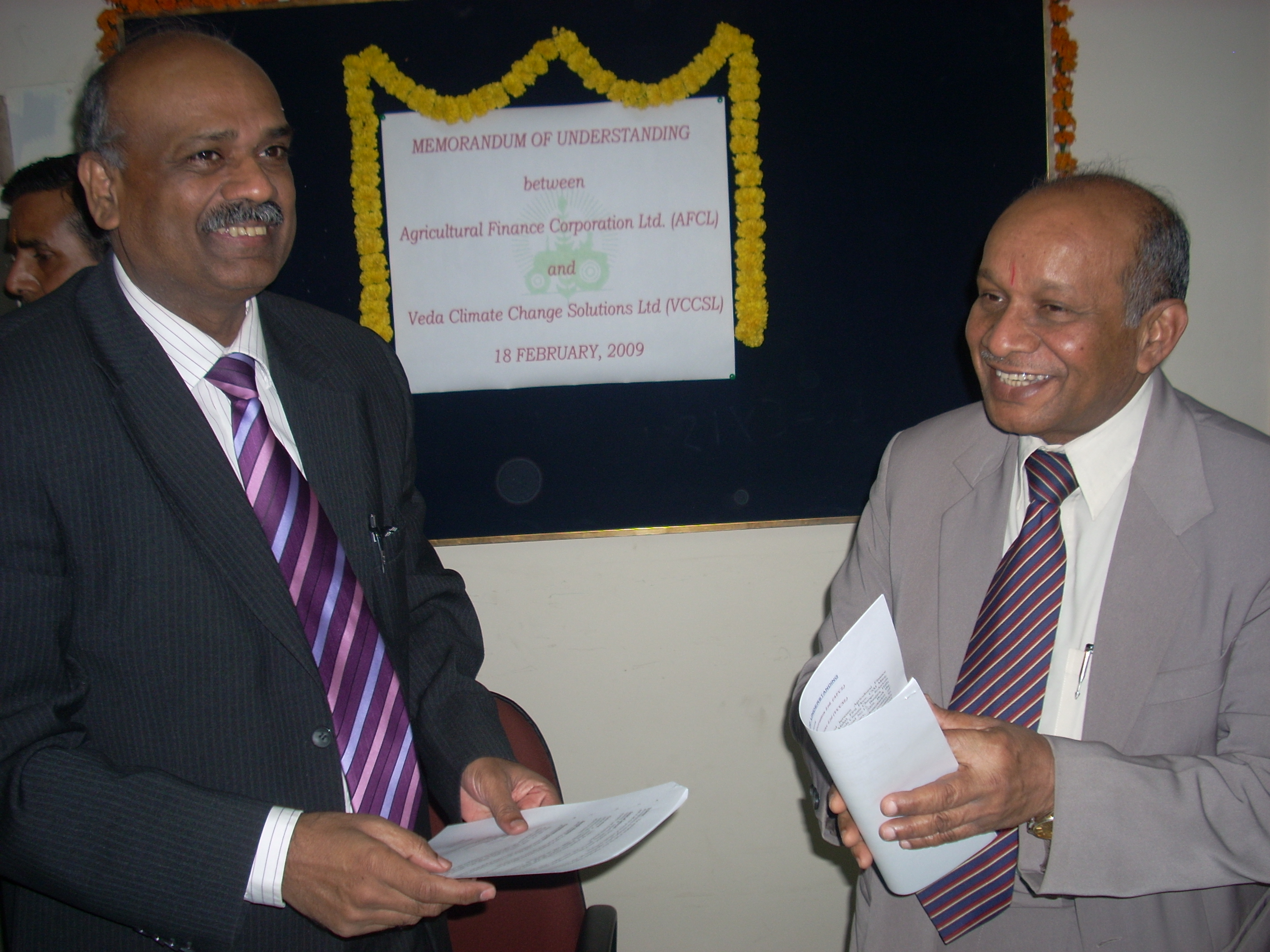 Mr.C.A.Rao, Managing Director, VCCSL and Mr.A.K.Garg, M.D, AFC after signing MoU